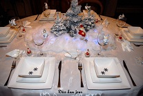 D coration de no l sur la table et dans l 39 assiette for Presentation de table de noel